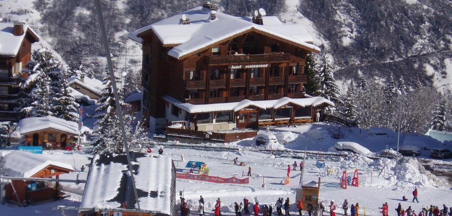 france_three-valleys-ski-area_courchevel_hotel_les_flocons_skiers.jpg